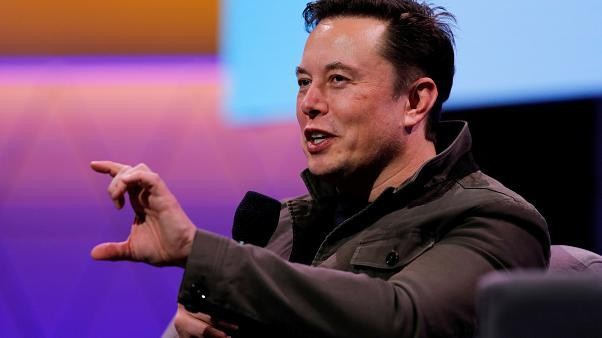 Elon Musk responds in Russian to singing entrepreneurs