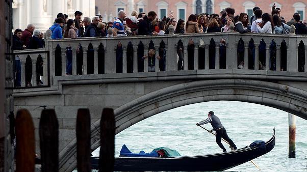 البندقية التي وقعت ضحيّة نجاحها تتشدد أكثر فأكثر مع السياح