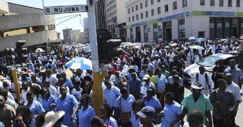 Zimbabwean tycoon pays striking doctors to resume duties