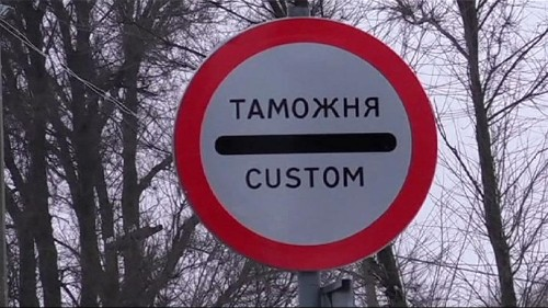 Travel chaos as Ukraine suspends transport links with Crimea