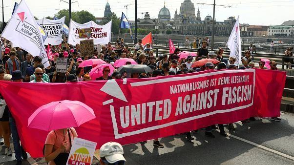 Alemães marcham contra a extrema-direita em Dresden