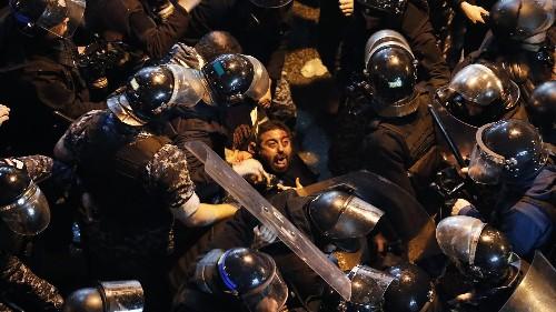 Au Liban, les manifestants ciblent les banques
