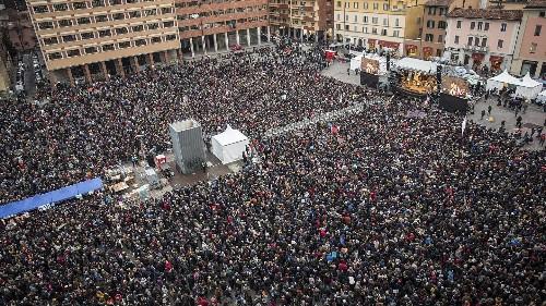40.000 sardine a Bologna, a una settimana dal voto cruciale