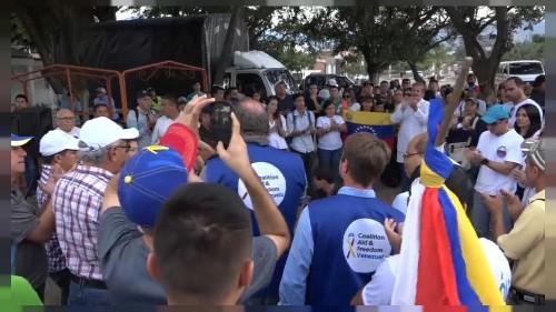 Venezuelanos querem ajuda humanitária