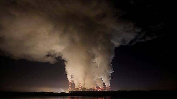 EU still among top 3 world CO2 emitters, new data shows