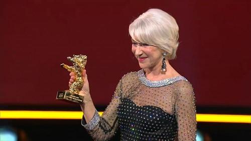Helen Mirren est la reine de la Berlinale et reçoit un Ours d'honneur !