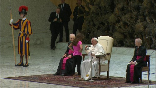 Young girl wanders on stage during pope's audience