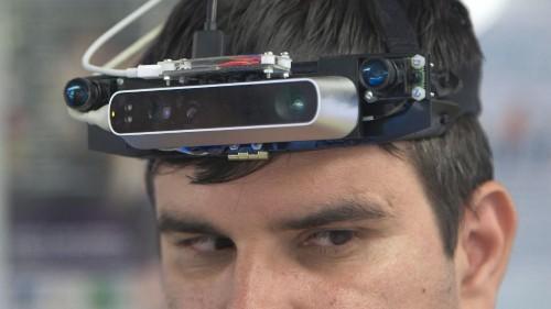 Un projet européen, notamment mené en Roumanie, vise à développer la transposition des images en sons pour aider les aveugles à se repérer. Grâce à des dispositifs high-tech, ils pourront se déplacer de manière plus sûre et plus autonome. @SoVProject