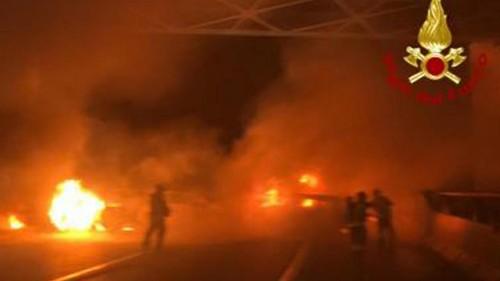 Italie : un convoi d'or échappe à un mur de feu dressé par des braqueurs sur une autoroute