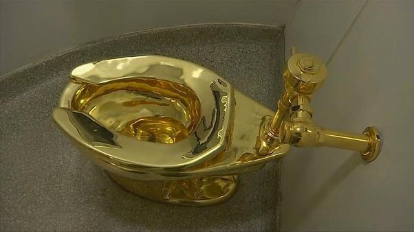 Les toilettes en or de Maurizion Cattelan ont été volées