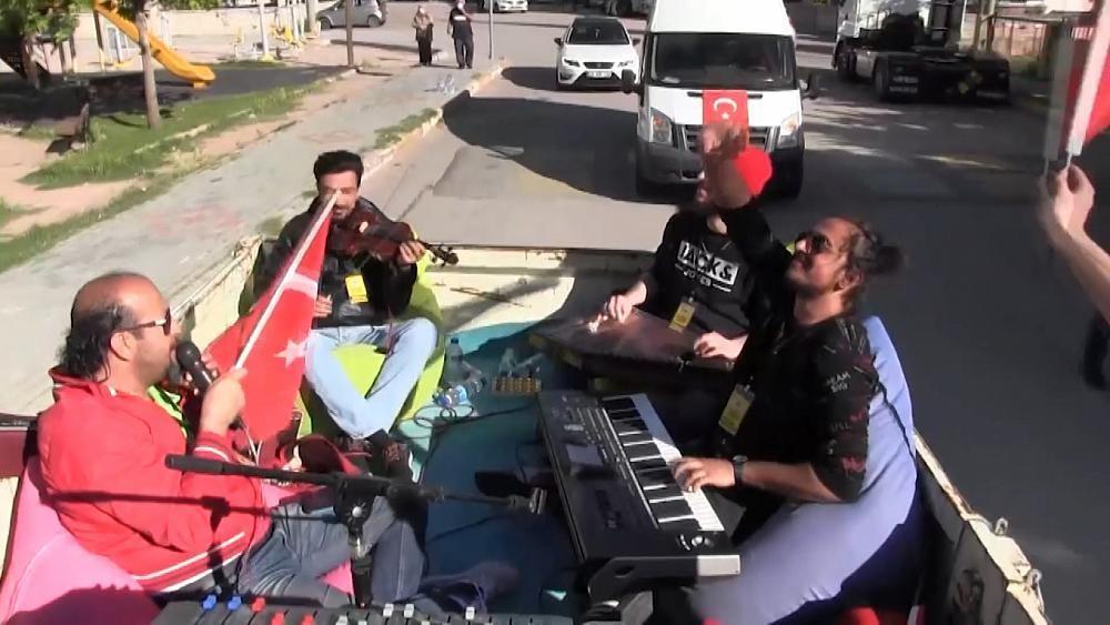 Концерт в кузове грузовика