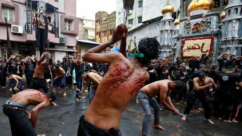 شاهد: ملايين الشيعة حول العالم يحيون ذكرى عاشوراء