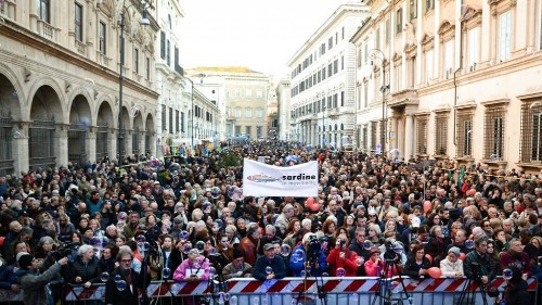 Thousands take part in 'sardines' rally in Rome