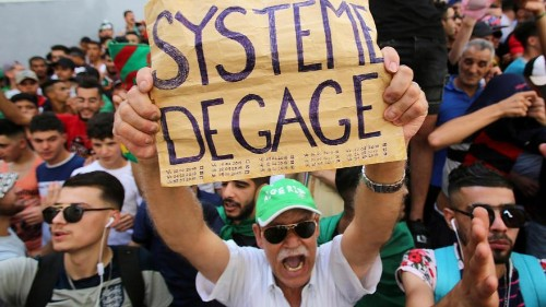 Még mindig a volt elnök ellen tüntet a tömeg Algériában
