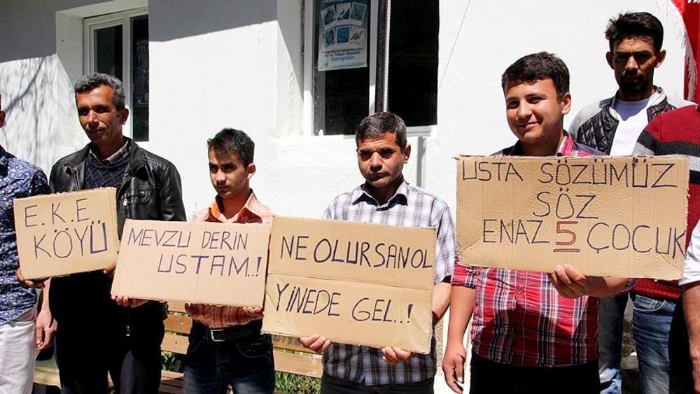 Türkiye'de 'evde kalanlar' kadınlar değil erkekler: Avrupa'da evden ayrılma yaşı ne kadar?