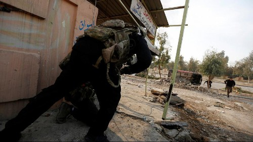 Iraqi soldiers storm Mosul university in further push against ISIL