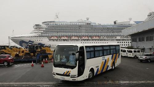 Coronavirus : les Américains évacuent le navire contaminé, le bilan grimpe