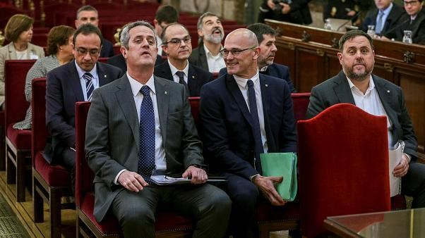 Espagne : Lourdes peines prison pour neufs responsables séparatistes catalans.