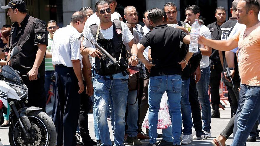 شاهد: الصور الأولى من موقع انفجار شارع الحبيب بورقيبة في العاصمة تونس