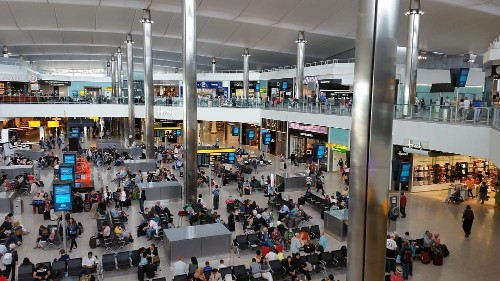 Heathrow systems outage causes cancellations and delays for thousands