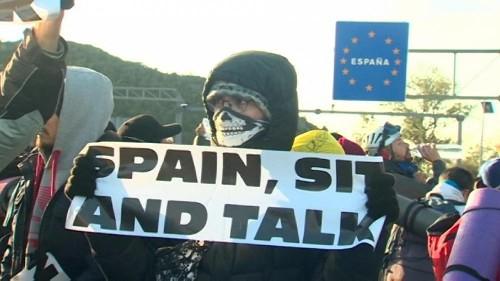 La police déloge les manifestants à la frontière franco-espagnole
