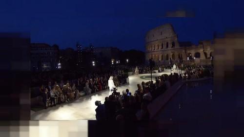 Fendi rende omaggio a Karl Lagerfeld nel cuore antico di Roma