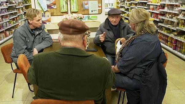 Shoppen gegen Einsamkeit: Kaffeeecke und Schwätzkasse