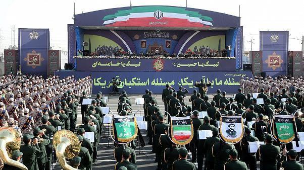 إيران رداً على جونسون: على بريطانيا التوقف عن بيع السلاح للسعودية