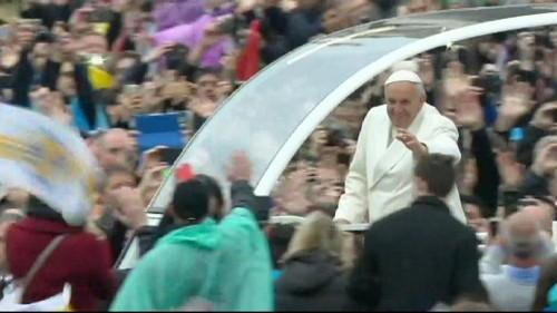 El papa enumera los conflictos abiertos en el mundo durante su mensaje de Pascua