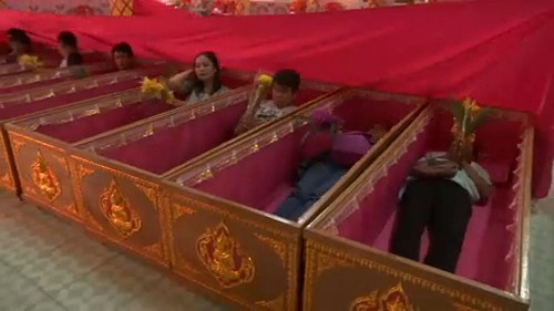 Mock funeral helps Thai worshippers prepare for 2019