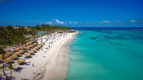 À l'approche des célébrations des 500 ans de La Havane à la fin de l'année, nous découvrons les charmes de Cuba en faisant étape sur les plages de sable blanc de Varadero.