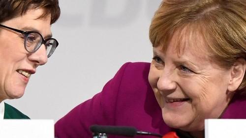 Merkel deverá preparar sucessora para papel na UE