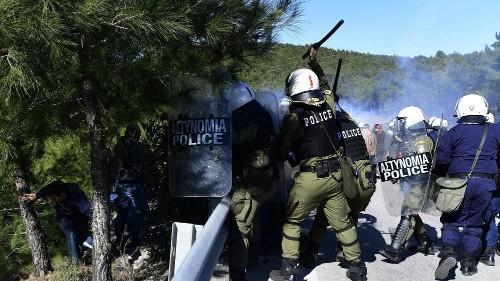 Grèce : manifestation contre la création de camps de migrants à Lesbos