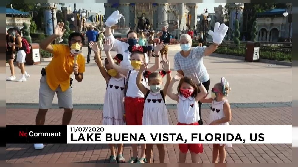 Trotz hoher Corona-Zahlen: Begeisterte Besucher im Disneyland Florida