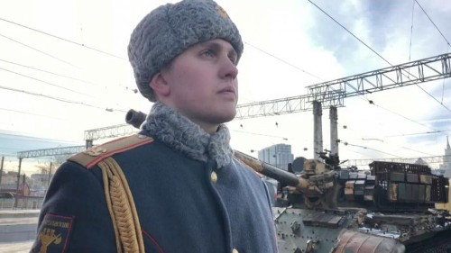 Russian propganda train shows off spoils of Syrian war