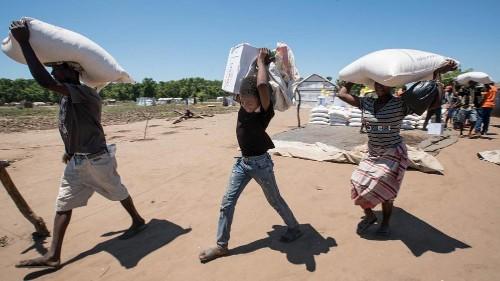 Nahrungsmittelhilfe und Wiederaufbau in Mosambik