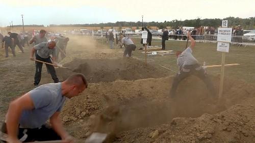 شاهد: مسابقة لحفر القبور في هنغاريا ونقاط إضافية تسجل للقبر الأجمل