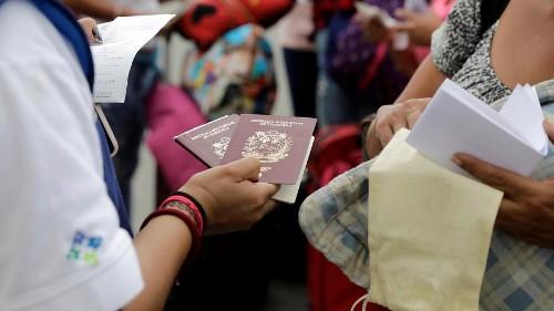 Venezolanische Flüchtlinge hängen an Grenze fest
