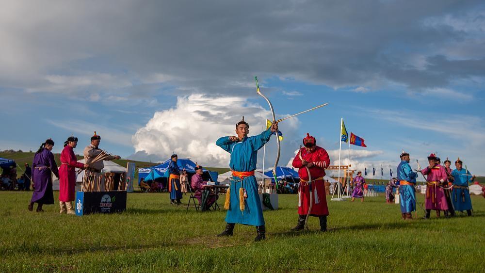 Reiten, Ringen, Bogenschießen: Die Mongolei feiert das Naadam-Fest