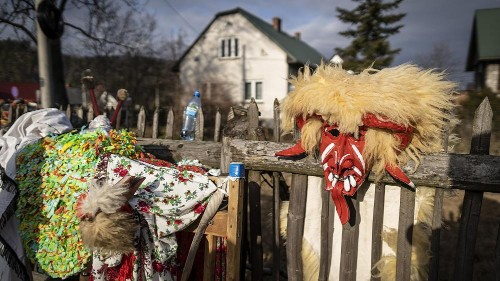Folklore et déguisements pour le Nouvel An dans les montagnes polonaises