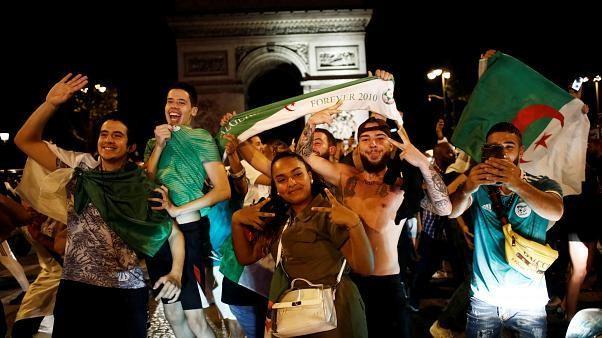 """شاهد: احتفالات باريسية """"مجنونة"""" لمشجعي المنتخب الجزائري بعد الفوز باللقب"""