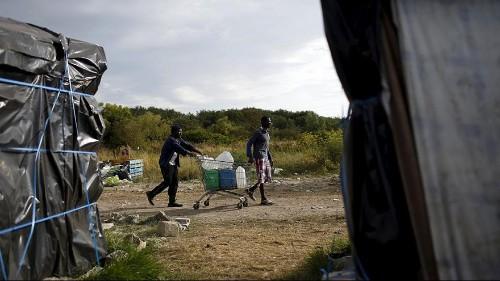 Calais migrant deadlock prompts new talks