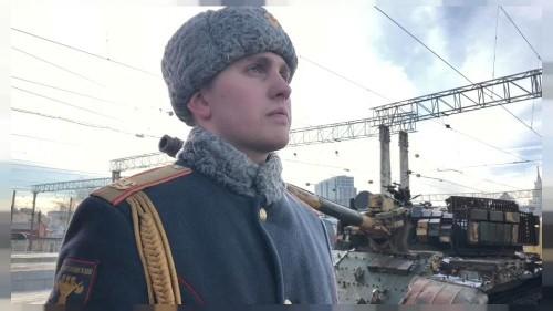 Russian propaganda train shows off spoils of Syrian war