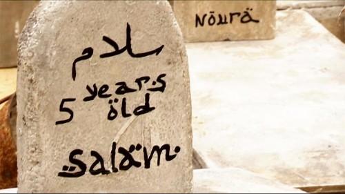 A Bruxelles, un faux cimetière pour rappeler le sort des enfants syriens