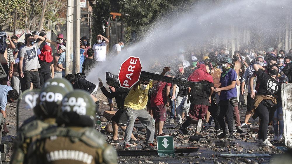 Chilenos protestam na rua para pedia ajuda ao governo