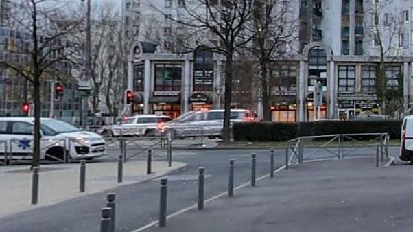 French waiter shot dead by customer waiting for sandwich