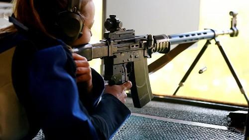 السويسريون يؤيدون تشديد قوانين حيازة واستخدام الأسلحة لتتماشى ولوائح الاتحاد الأوروبي
