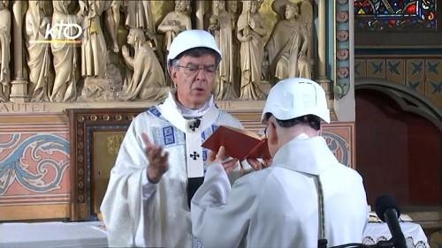 Gottesdienst mit Schutzhelm: Erste Messe in Notre-Dame nach dem Dachbrand