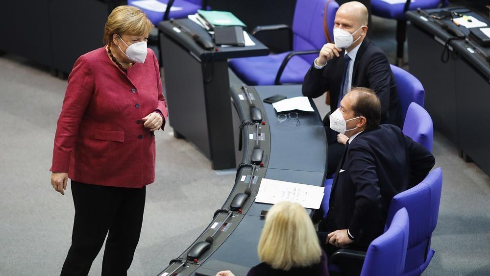 """""""Geeignet, erforderlich, verhältnismäßig"""": Merkel verteidigt neue Corona-Regeln"""