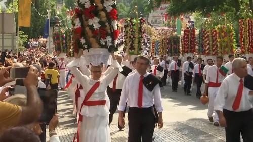 Festa dos Tabuleiros enche Tomar de cor